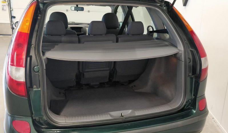 Nissan Almera Tino 1.8 man **Yksilö** full