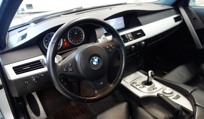 BMW M5 5.0 V10 4d A **TEHTY ISOT HUOLLOT** full