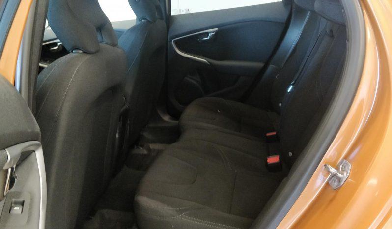 Volvo V40 T2 Kinetic full